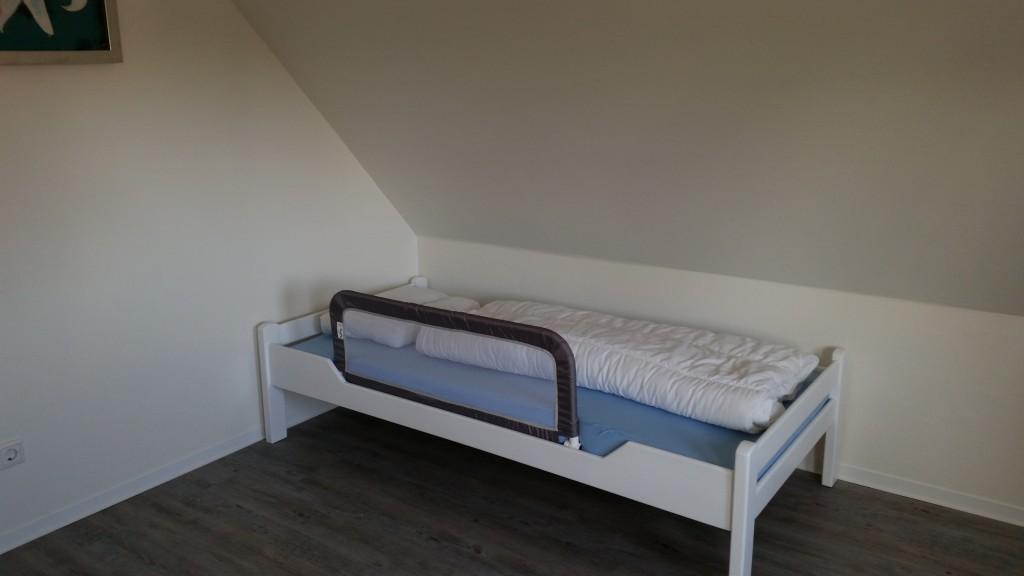 30 - Schlafzimmer oben Kinderbett (2015)